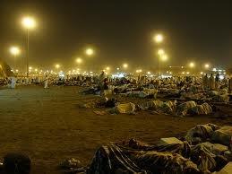 Muzdalifa people sleeping.jpg