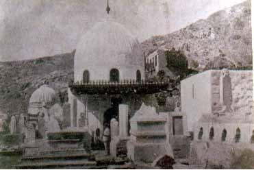 grave yard of muallah khadijatomb closer view miskeenah.jpg