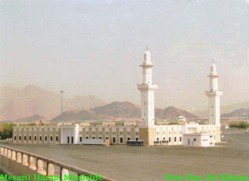 masjid%20masharul%20haram%20muzdalifah.jpg