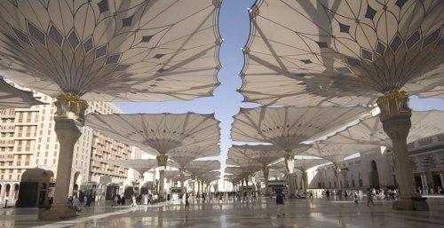 masjid nabwi umbrellas.jpg