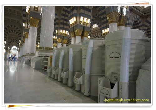 zamzam supply in masjid nabawi.jpg