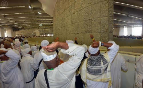 stoning at jamarat.jpg