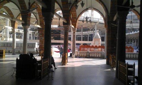 mimber in masjid haram oct 2013.jpg